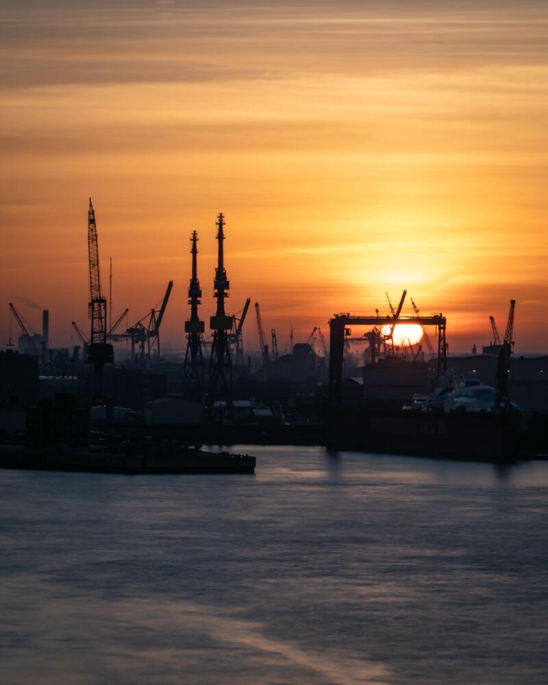 Jan Düerkop: sunrise above harbor
